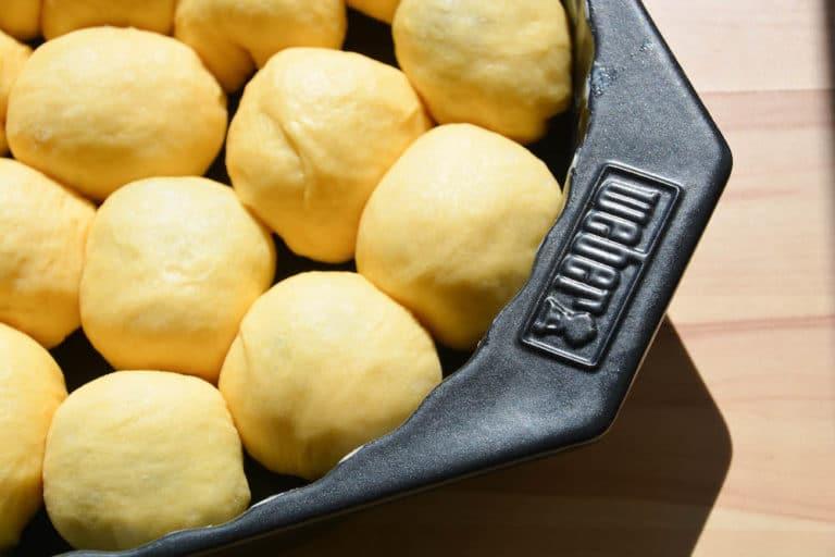 Buchteln mit Vanillesauce vom Grill zubereiten