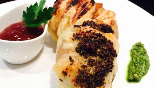 Gegrillter Fächerkartoffel mit Käse gefüllt