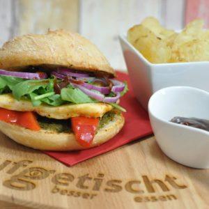 Cremiger Camembert Burger mit Preiselbeeren vom Grill - halloumiburger - 21