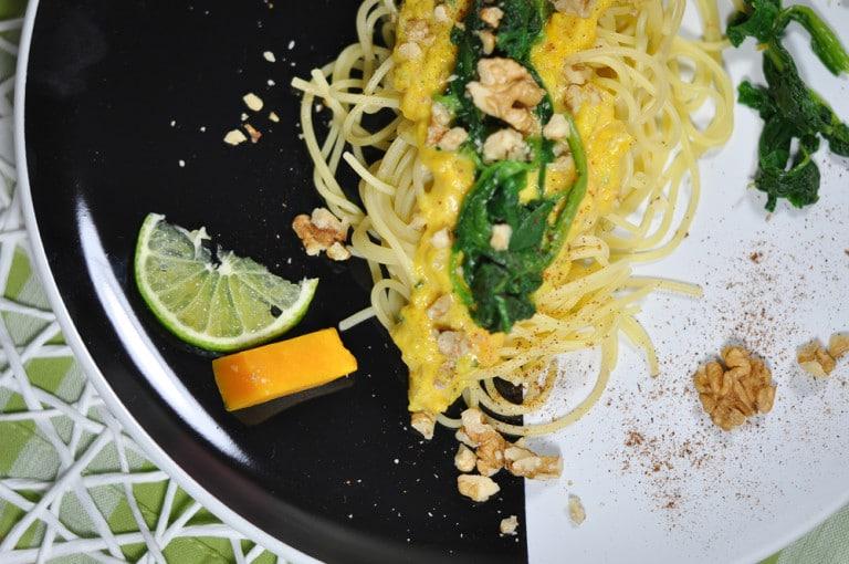 Spaghetti mit Kürbis, Walnüssen und Blattspinat - kürbisspagetti - 5