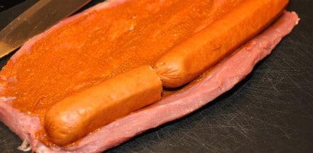 Curry-Käsekrainer im Schweinefilet-Speckmantel - curry kaesekrainer filet speck mantel 03 - 11