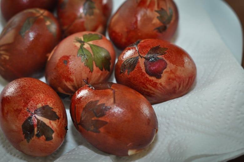 Eier f rben mit nat rlichen zutaten - Eier hart kochen ...