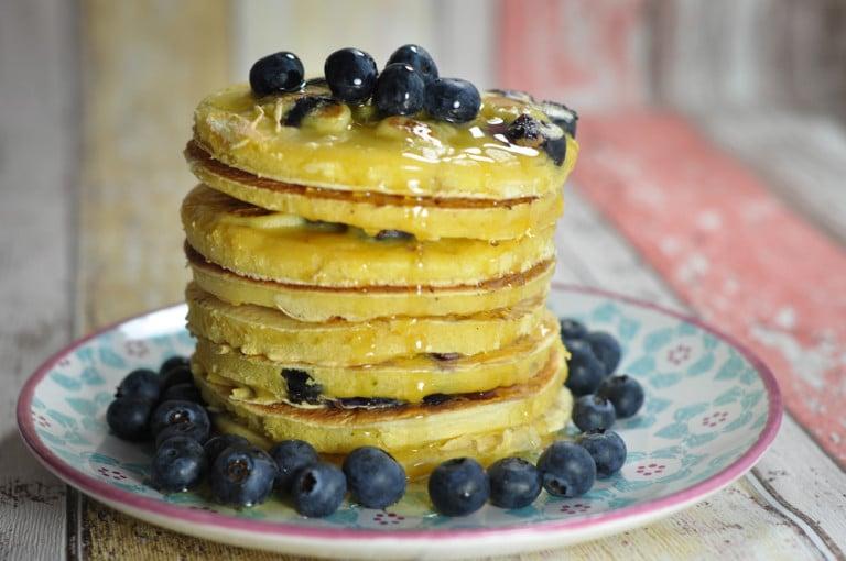 amerikanische Pancakes mit Bananen & Heidelbeeren - pancakes5 - 3