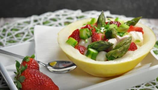 Sommersalat mit Spargel, Erdbeeren und Feta