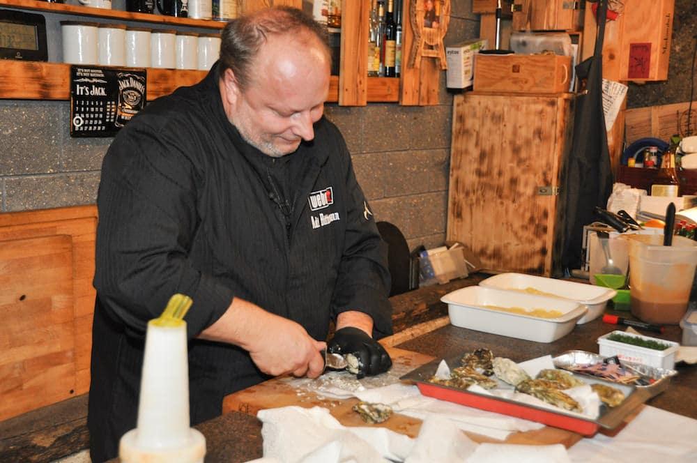 Adi Bittermann beim Kochen in seiner Grillschule