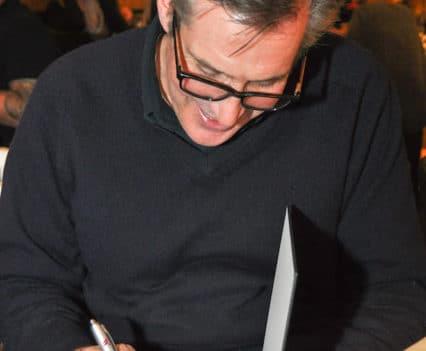 Jamie Purviance beim Signieren unseres Exemplars von Weber's American BBQ