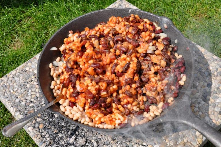 baked beans im Dutch oven