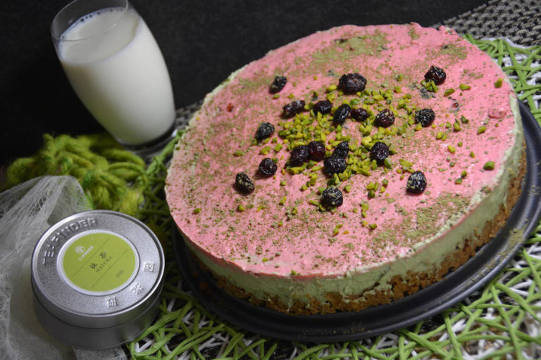 Matcha Cranberry Cheesecake als no bake cake