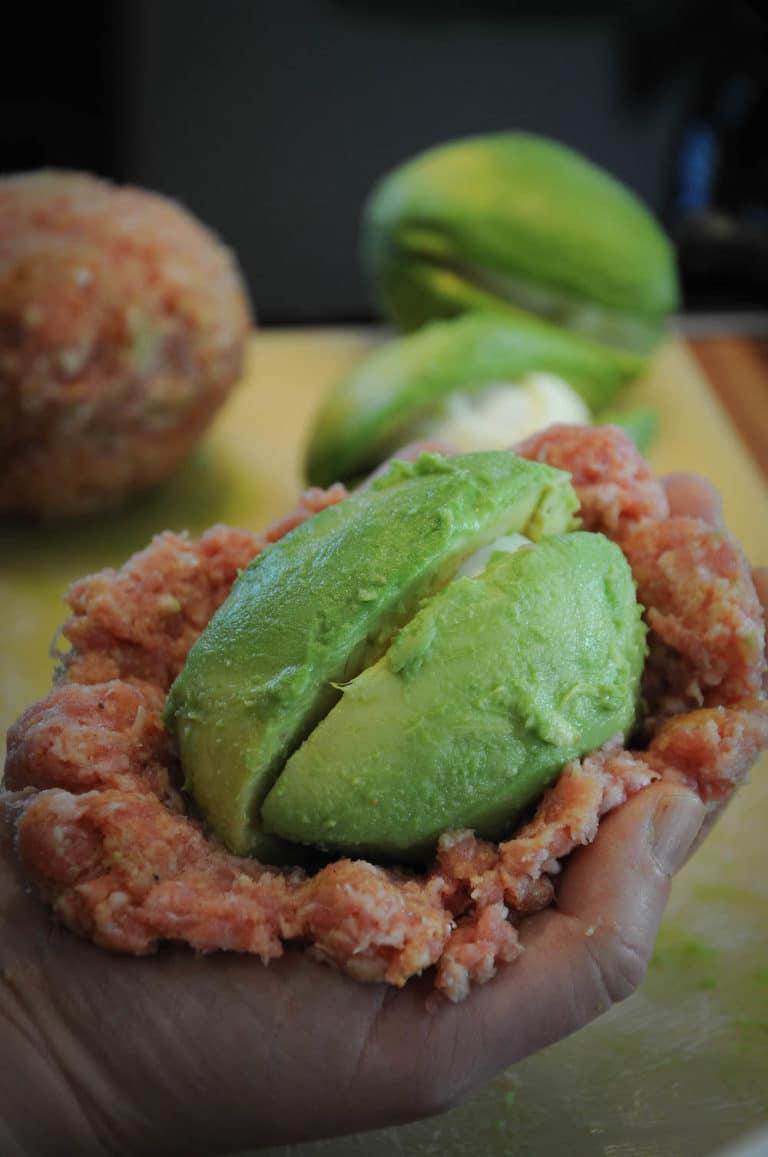 Avocado Ei im Speckmantel vom Smoker - avocado ei im speckmantel 3 - 26