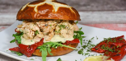 Pulled Lachsburger vom Grill mit Honig-Senfcreme - pulledlachs burger - 12