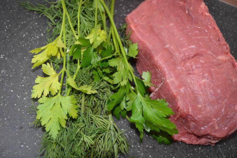 Roastbeef für den Grill vorbereiten