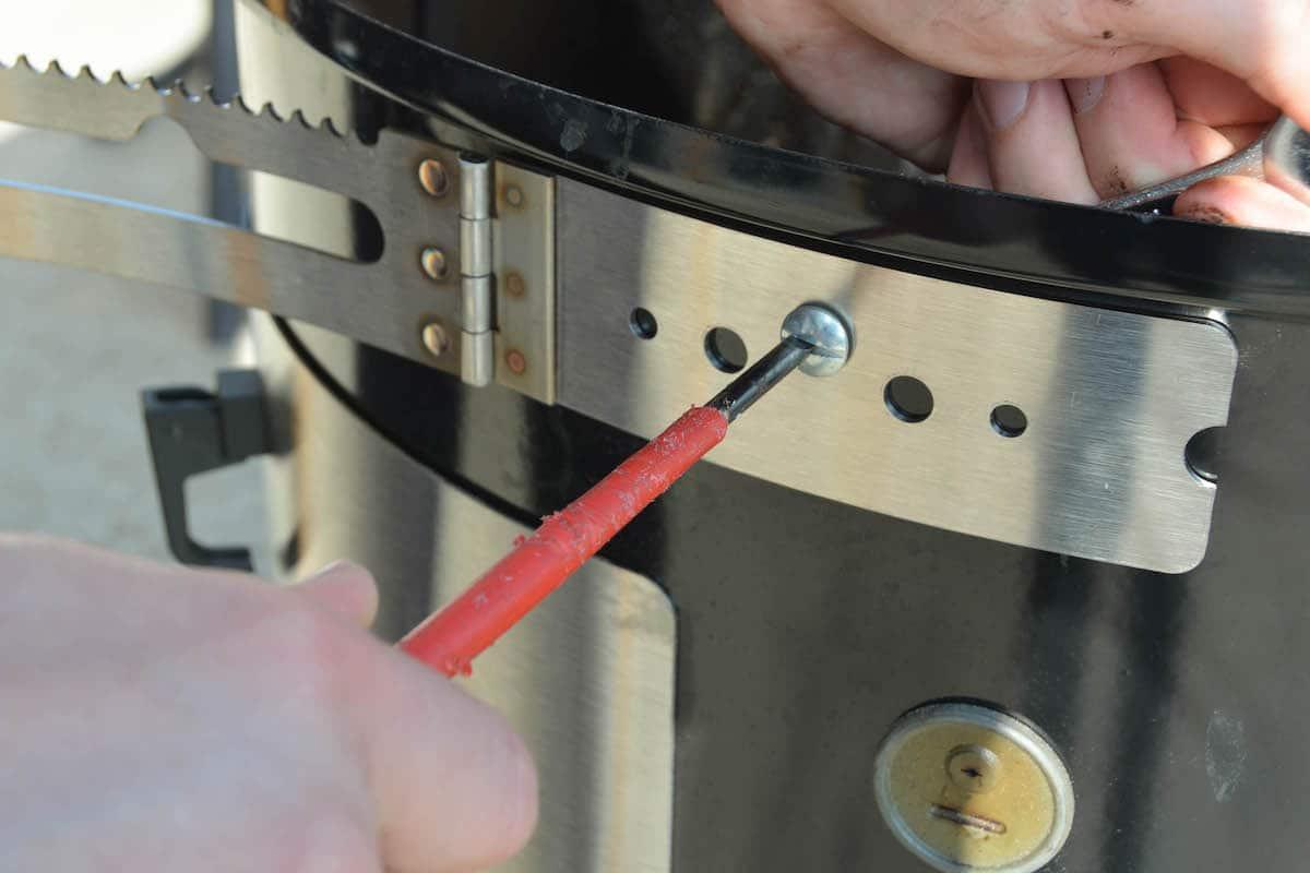 Weber Smokey Mountain Tuning - 12 Tipps wie du deinen Wassersmoker noch besser machst - wsm unkownbbq the hanger 01 - 6