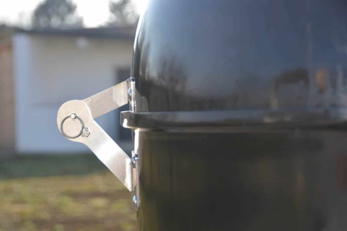 Weber Smokey Mountain Tuning - 12 Tipps wie du deinen Wassersmoker noch besser machst - wsm unkownbbq the hinge 04.jpg - 18