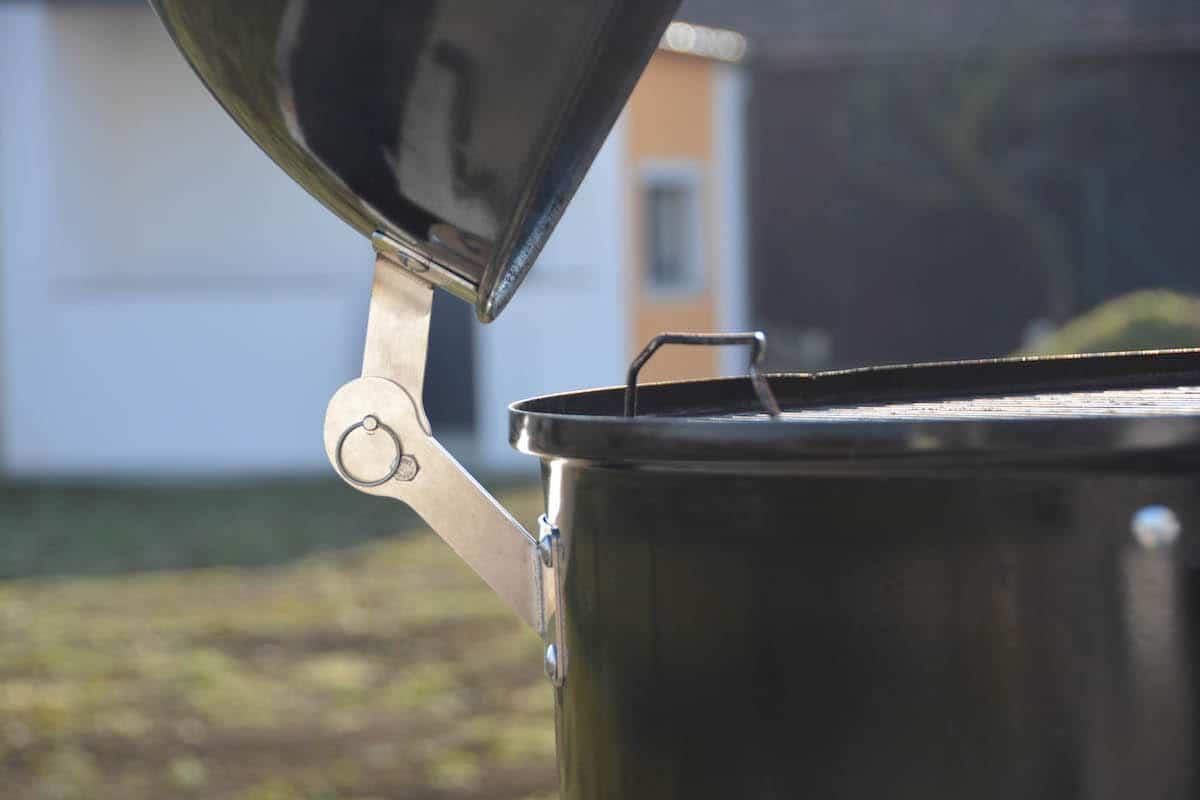 Weber Smokey Mountain Tuning - 12 Tipps wie du deinen Wassersmoker noch besser machst - wsm unkownbbq the hinge 06.jpg - 22