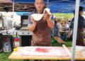 frischen Apfelstrudelteig ziehen bei der BBQ Meisterschaft
