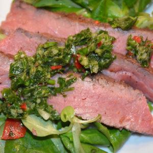 Steak geschnitten mit Chimichurri