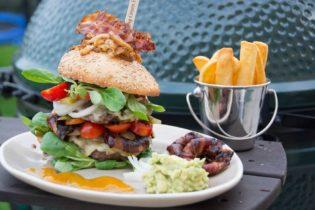 Jumbo Cheeseburger mit Orion rings und potato Fries