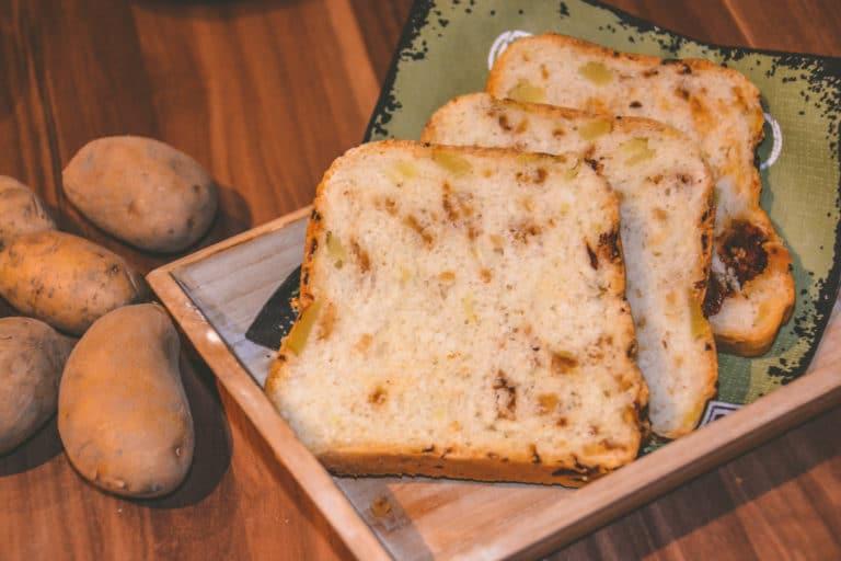 frisches knuspriges Kartoffelbrot