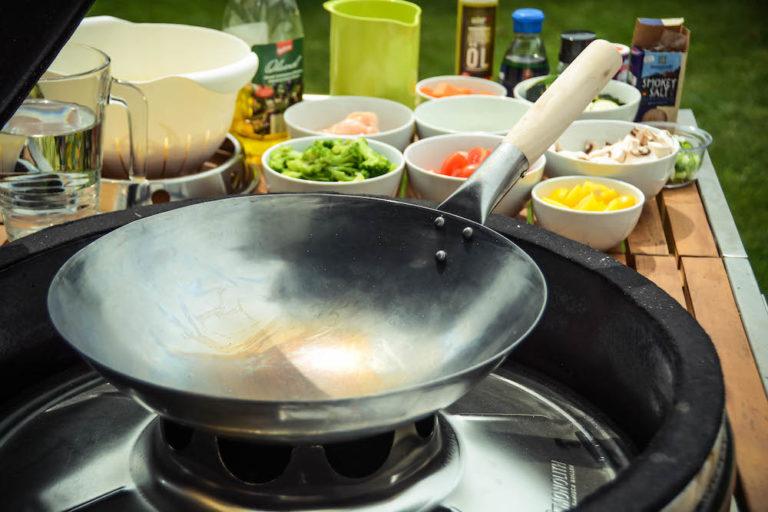 Wok vom Grill - lecker, leicht & abwechslungsreich unsere Asiapfanne - wok am keramikgrill 018 - 16