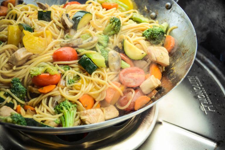 Wok vom Grill - lecker, leicht & abwechslungsreich unsere Asiapfanne - wok am keramikgrill 023 - 18