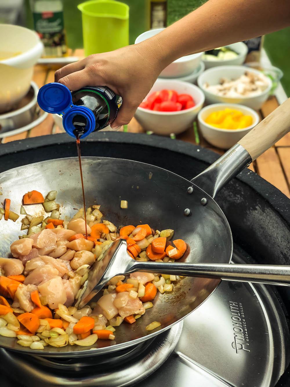 Wok vom Grill - lecker, leicht & abwechslungsreich unsere Asiapfanne - wok am keramikgrill 034 - 5