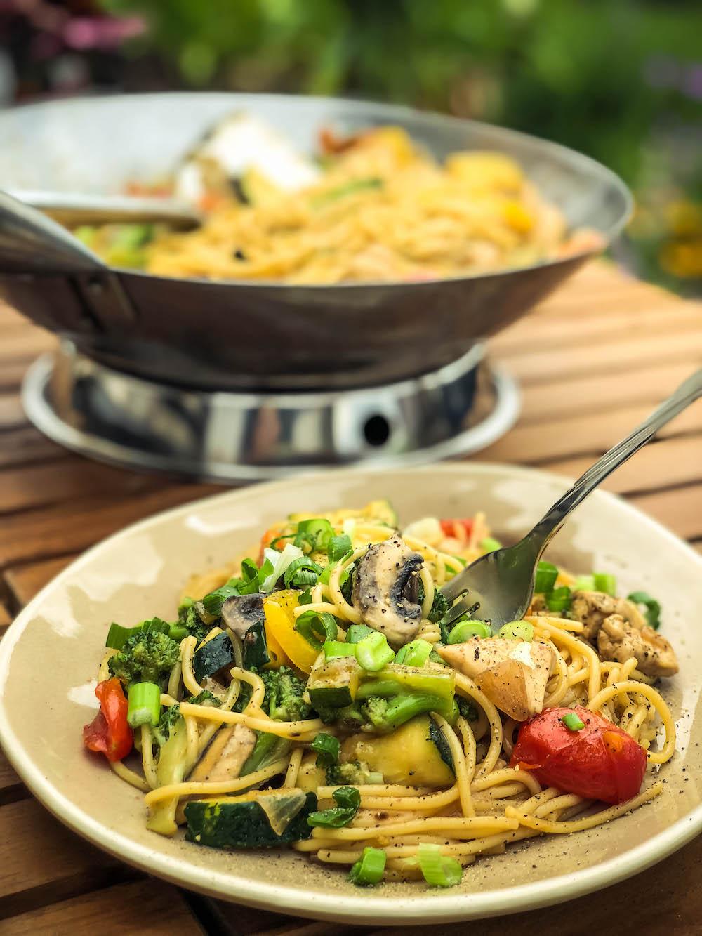 Asiapfanne mit frischem Gemüse aus dem Wok