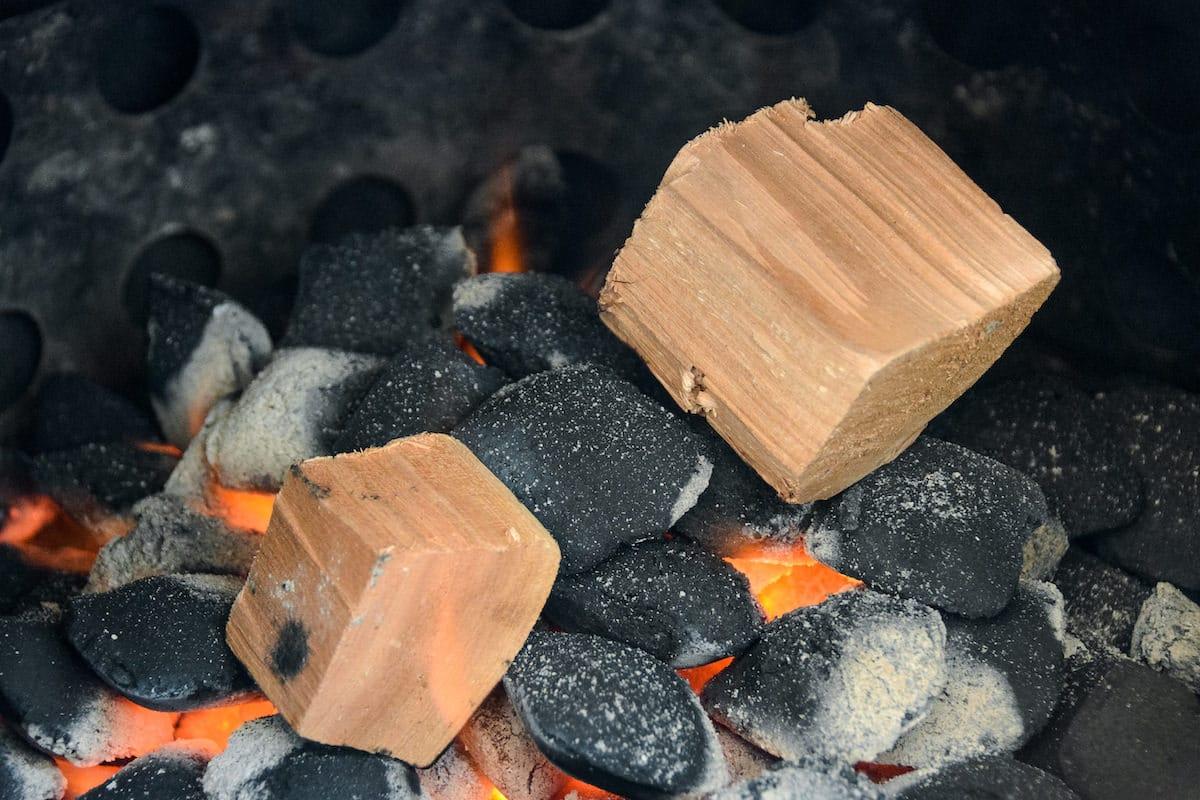 Räuchern am Holzkohlengrill - Nr. 7 der Grill Mythen