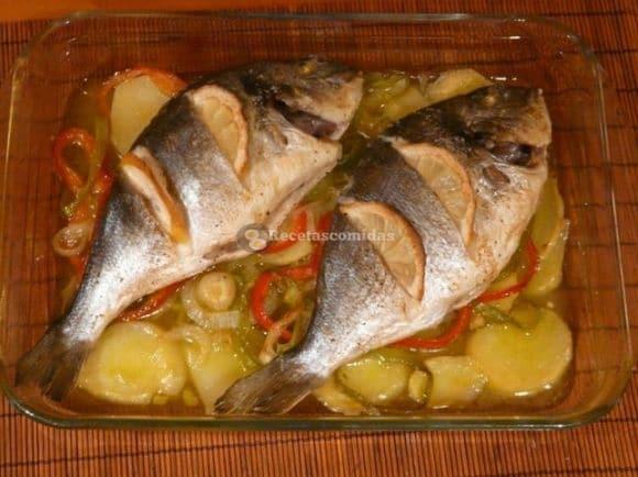 dorada-al-horno-con-verduras Costa Barcelona-Maresme