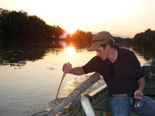mit dem Wallerholz fischen am Donaudelta