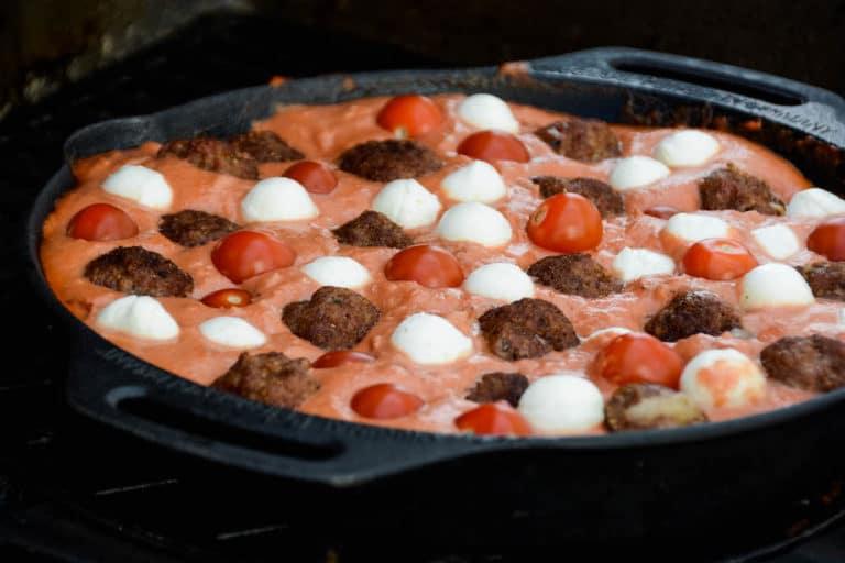 Fleischbällchen in Mozzarella Tomatensauce aus dem Dutch Oven - fleischbällchen in tomatensauce 07 - 14