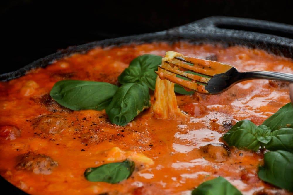 Geräucherte Fleischbällchen in der Mozzarella Tomatensauce