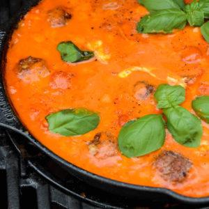 Fleischbällchen in Tomatensauce mit Mozzarella