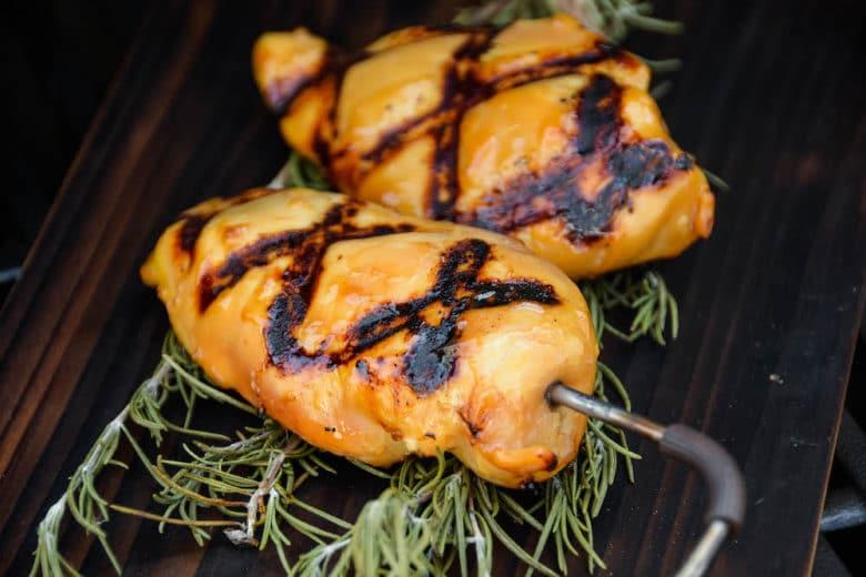 Hawaii Chicken auf gewünschte Kerntemperatur grillen
