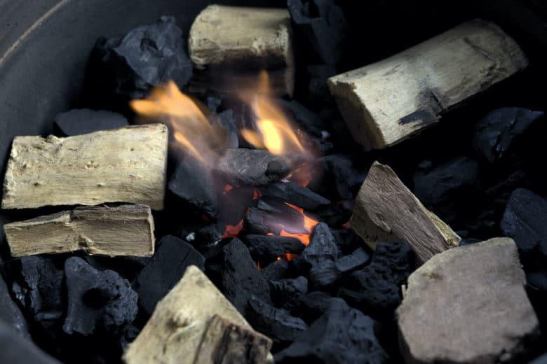 Wood Chunks zum Räuchern von Fleisch im BBQ Smoker