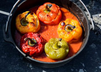 Gefüllte Paprika aus dem Dutch Oven
