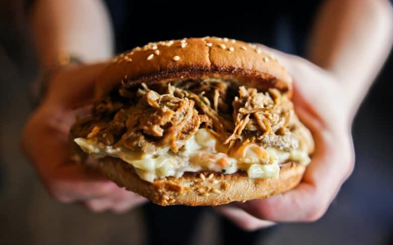 Pulled Pork Burger mit Cole Slaw