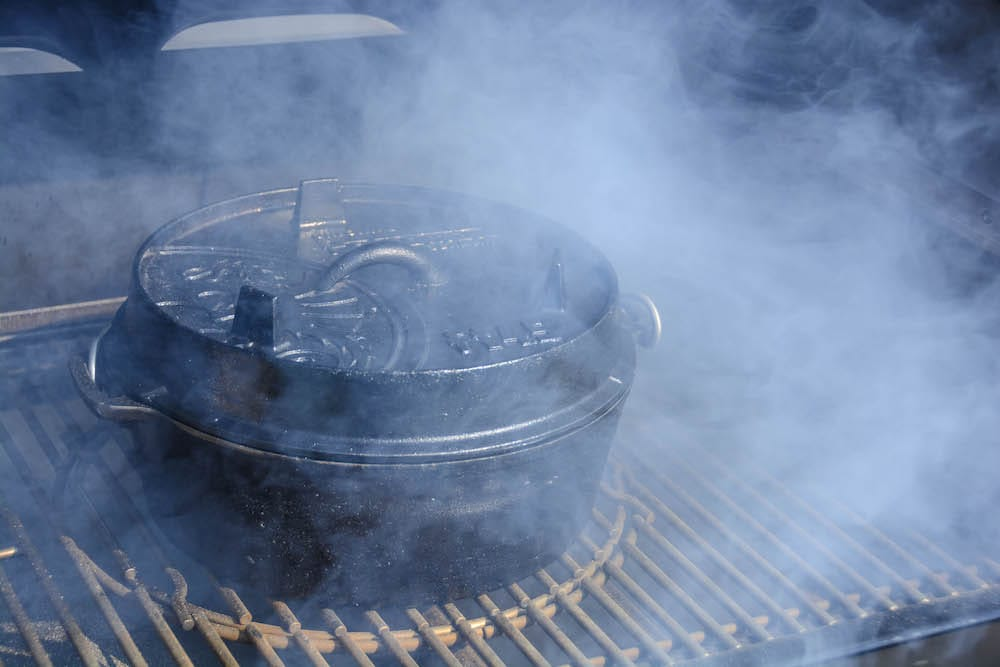 Pikante Buchteln im Dutch Oven direkt am SmokeFire