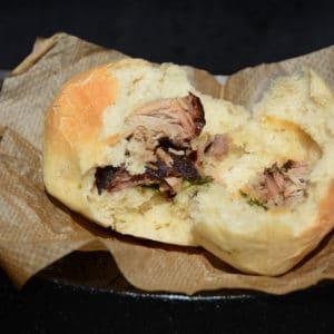 Pikante Buchteln mit Pulled Pork und Bärlauch gefüllt