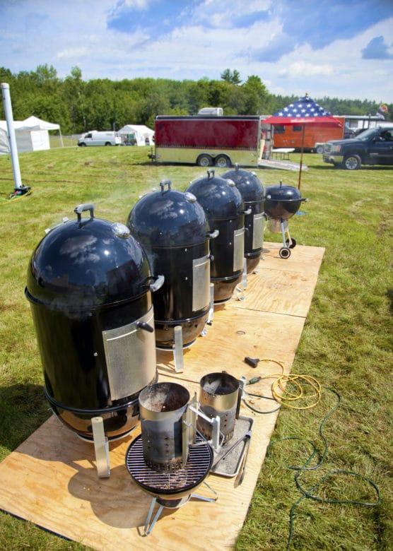 Weber Smokey Mountain Wassersmoker beim Barbecue
