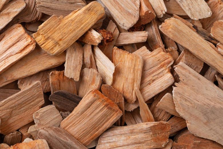Holzchips zum Räuchern von Fleisch beim Barbecue