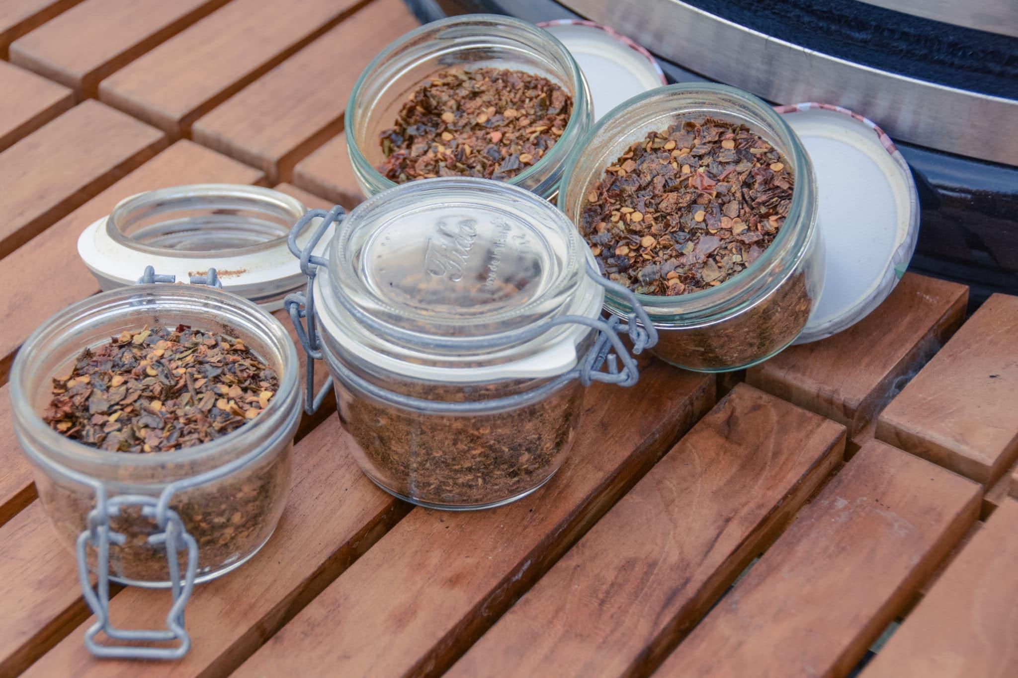 Geräuchertes Chili Gewürz fertig in Gläschen abgefüllt