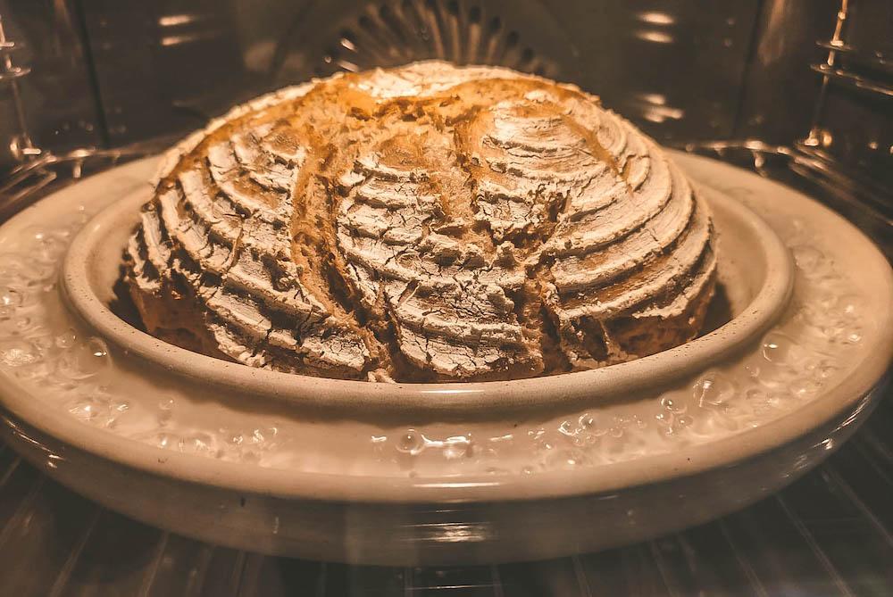 Brot backen mit Dampf im Backrohr