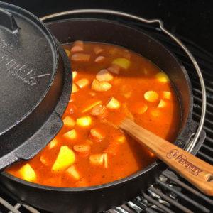 Kartoffelgulasch bzw. Erdäpfelgulasch aus dem Dutch Oven