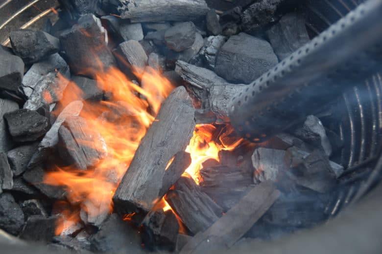 Mit dem Monolighter den Keramikgrill von Monolith anfeuern