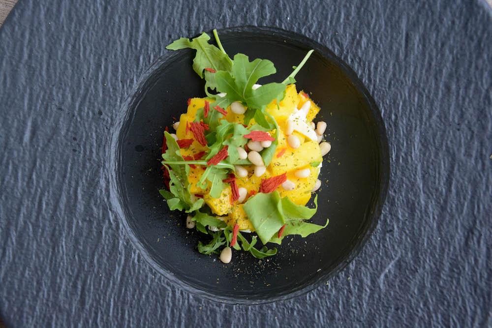 Avocado Mango Mozzarella Tartar frisch serviert