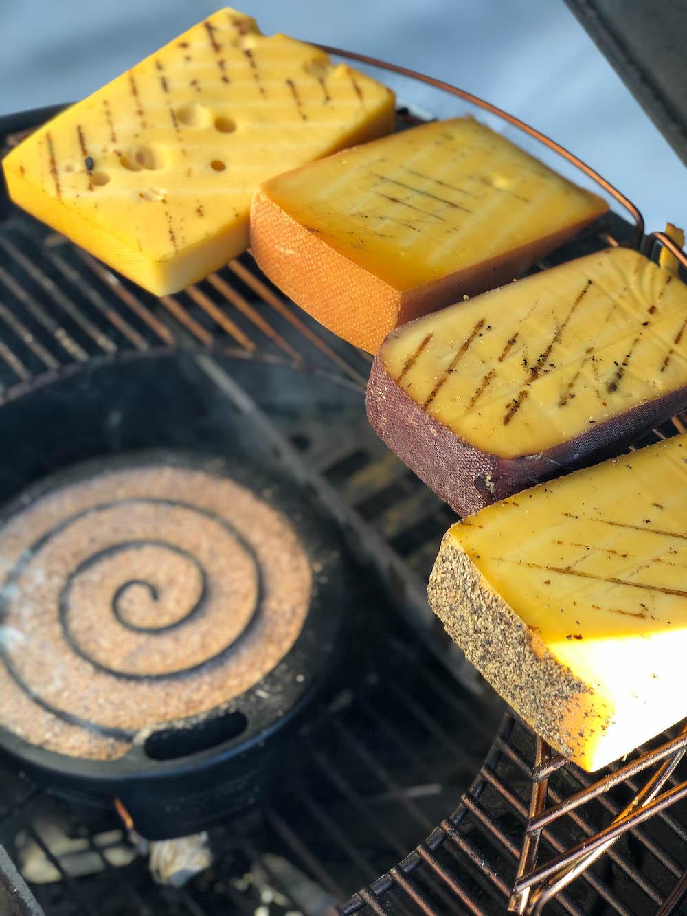 Der Kaltraucherzeuger im Einsatz beim Käse räuchern