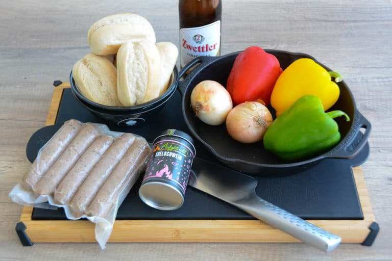 Zutaten für die Beer Brats in der Vorbereitung