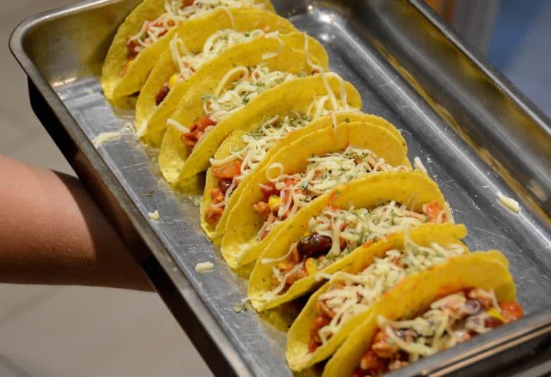 Tacos mit Chili con Carne gefüllt