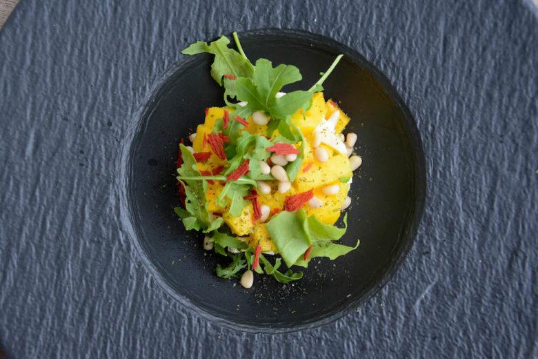 Avocado-Mango-Tartar im Pastateller (Manufacture Rock -Villeroy & Boch) angerichtet