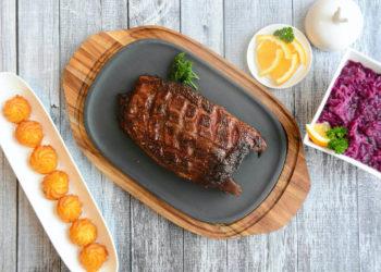 Gänsebrust vom Grill mit Rotkraut und Herzoginkartoffeln